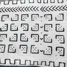 Load image into Gallery viewer, Mudcloth Blanket Throw Domino White - souks du monde