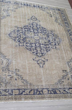 "Load image into Gallery viewer, Vintage Turkish Rug - 9' x 6'10"" - souks du monde"