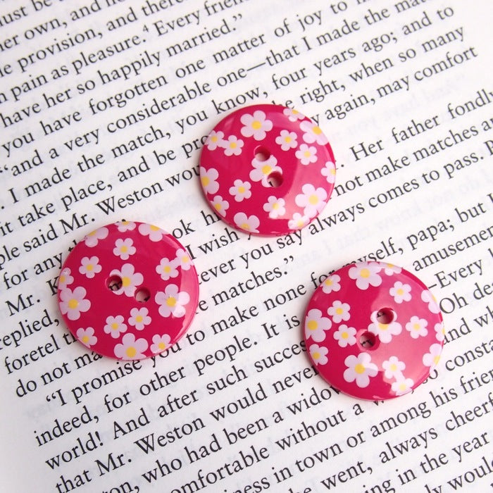 Daisy Print Flower Buttons - Crimson