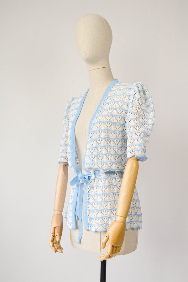 1980s Vintage white and blue fitted cardigan - Size M/L