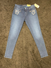 Load image into Gallery viewer, MK Flower Rhinestone Jeans