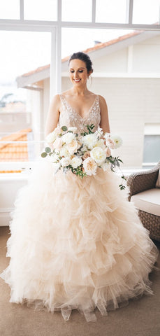 products/Gorgeous_Lace_V-neck_Ruffles_Tulle_Ball_Gown_Wedding_Dresses_DB0163-2.jpg