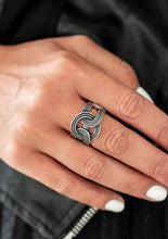 Load image into Gallery viewer, Stamped in ropelike patterns, glistening silver frames link across the finger, creating an industrial inspired statement piece. Features a stretchy band for a flexible fit.