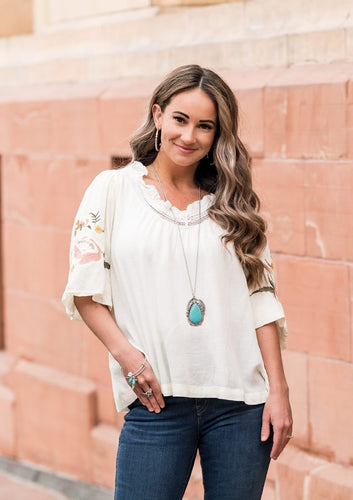 Earthy, desert-inspired designs are what the Simply Santa Fe collection is all about. Natural stones, indigenous patterns, and vibrant colors of the Southwest are sprinkled throughout this trendy collection.