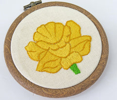 hand embroidered daffodil, daffodil embroidery pattern