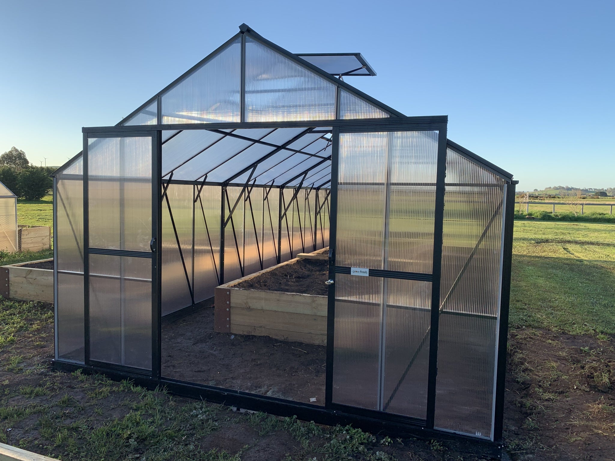 Grow-Fresh Greenhouses Windsor Royale 11600 (Black)