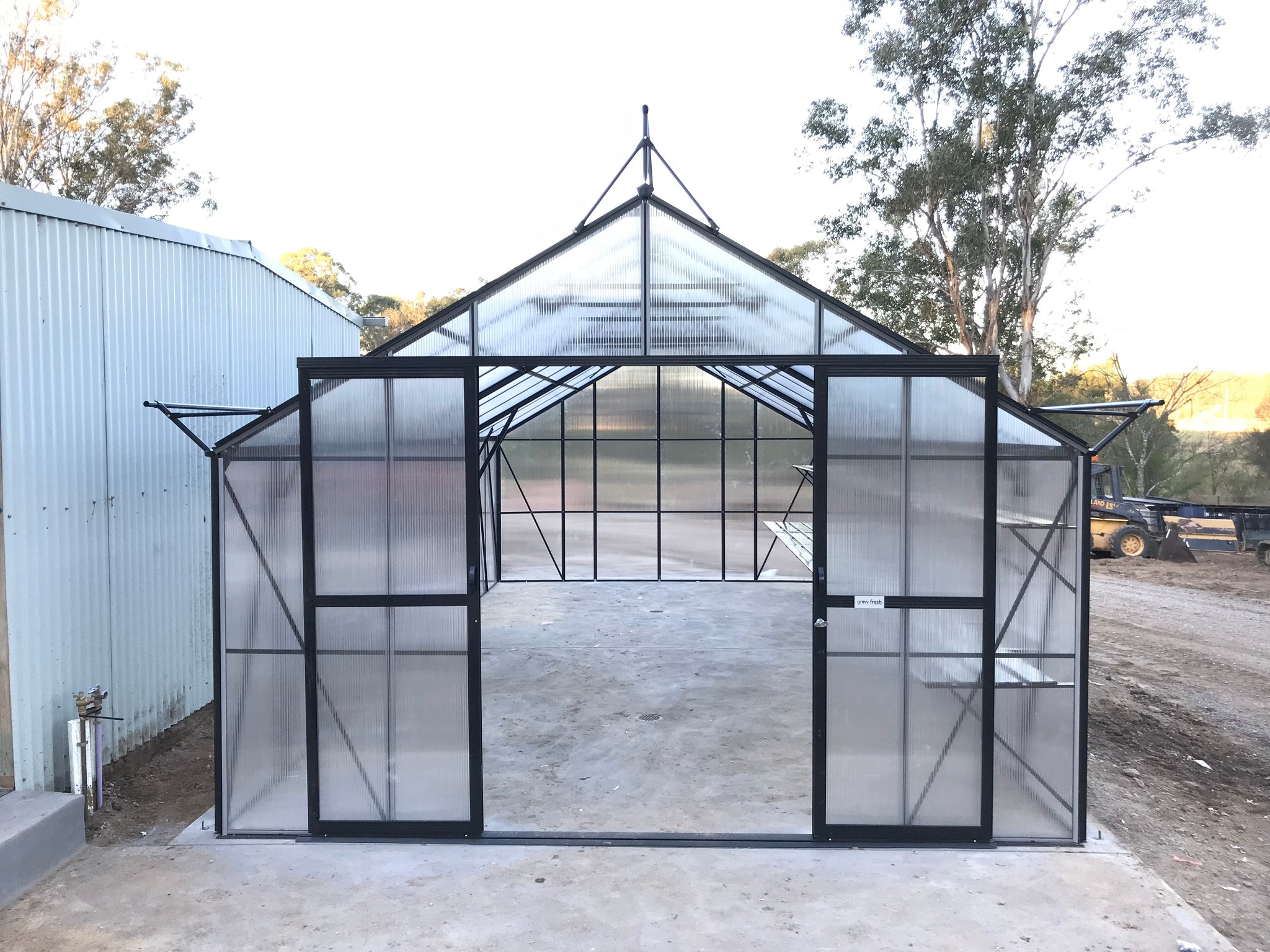 Grow-Fresh Greenhouses Windsor Royale 7300 (Black)