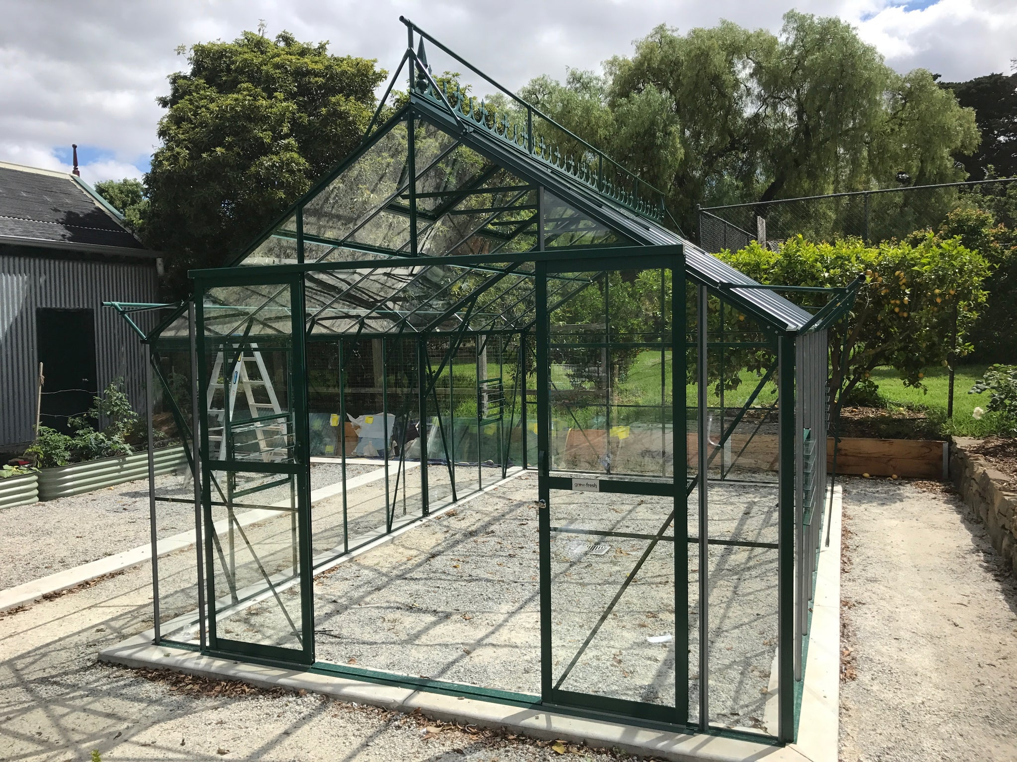 Grow-Fresh Greenhouses Stately Deluxe 5700 Glasshouse (Green)