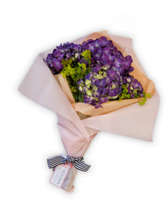 Hydrangea bouquet from Hedonia Flowers. Free next-day delivery to Chicago.