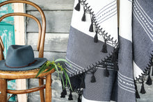 Round Tassel Throw 'Playa'