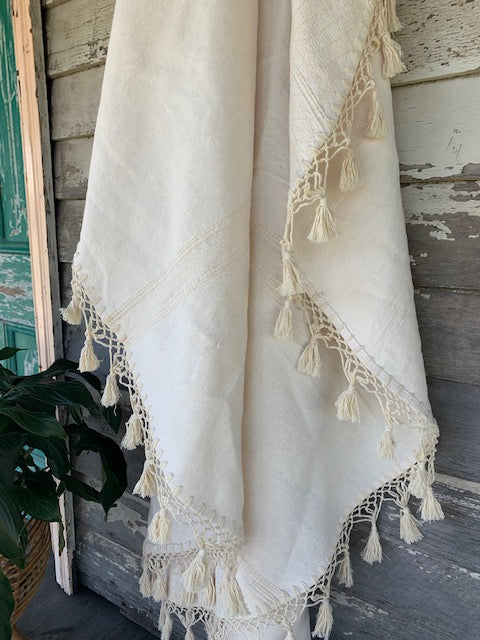 Round Tassel Throw 'Crema'