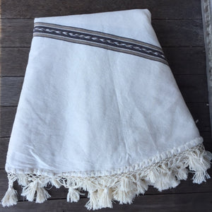Round Tassel Throw 'Cancun'