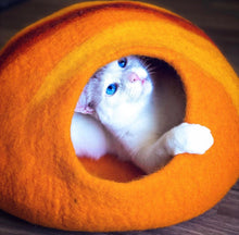 Load image into Gallery viewer, Handmade 100% Natural Wool Cat Cave - Sunset