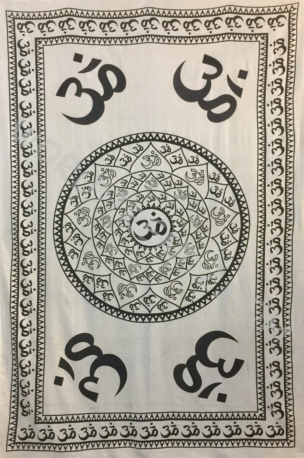 OM LOTUS WITH BORDER TAPESTRY WHITE
