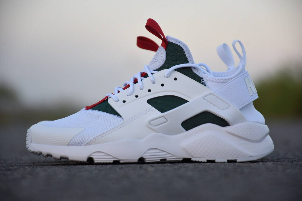 outlet store f8c8e 145e2 GUCCI x Nike Air Huarache Ultras