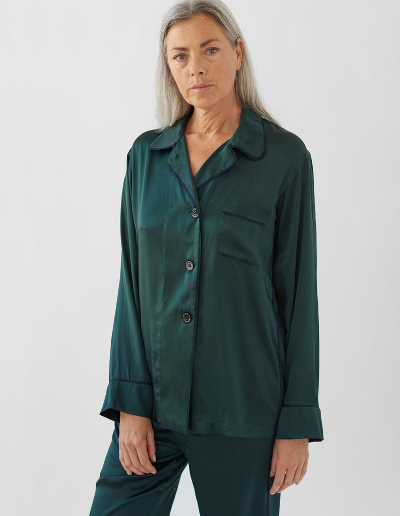 woman wearing green long sleeve pajama top and matching pant