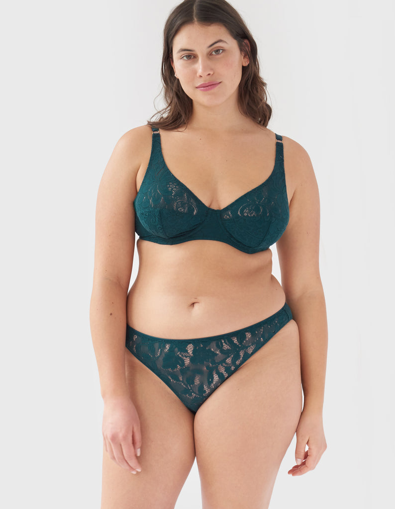 woman wearing green lace underwire bra and matching  panty