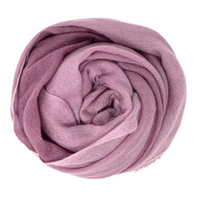 Load image into Gallery viewer, cashmere of nepal scarf folded with duo pinkish purple colour.