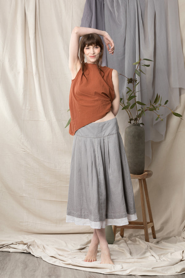 Linen skirt with pleats off the basque and a contrast hemline