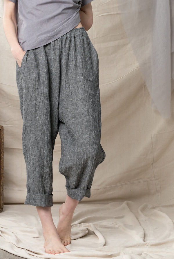 Comfortable loose cut linen pants with pockets