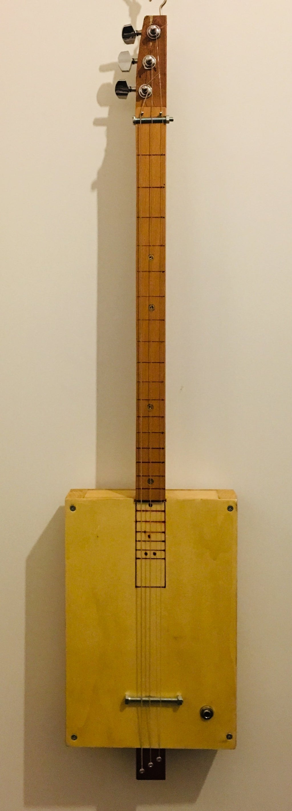 Fretless Cigar Box Guitar Course - 1 day