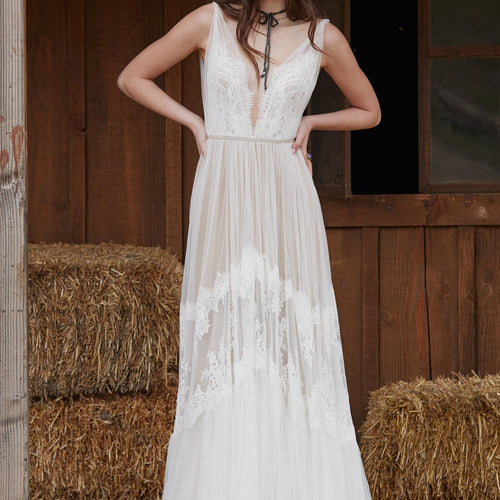 Clementine 53711 Brand New Wedding Dress by Willowby Watters 𝗢𝗻𝗹𝗶𝗻𝗲 𝗘𝘅𝗰𝗹𝘂𝘀𝗶𝘃𝗲 in Size 12US (16UK) Colour Ivory/Nude
