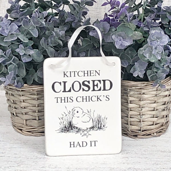 'Kitchen Closed - This Chicks Has had it!' sign