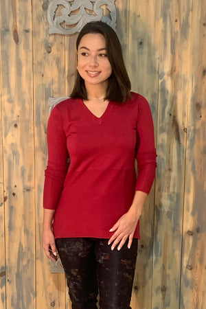 Robert Kitchen Variegated Rib Sweater in Crimson.  V neck with rib trim.  Rib detail through lower half of sweater.  Side slits._15842402500717