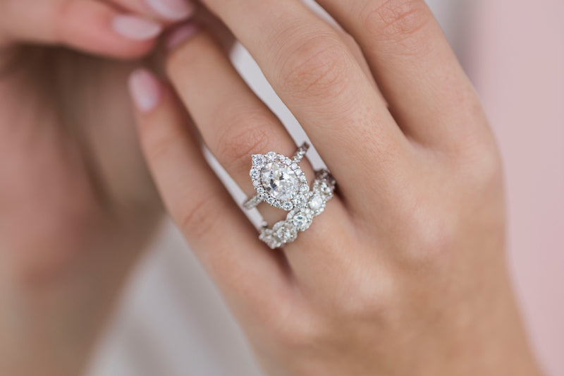 The Dahlia Ring (2.1 Carat Center)