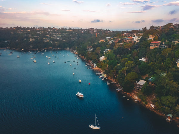 Waterfront houses and boats - Seaforth Bluff, Seaforth Cres, Sangrado Park and Sydney Harbour Marine - Stock Image
