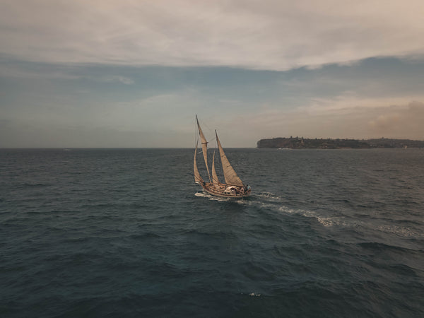 Old boat sailing away - free stock image