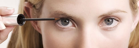 Image of eye lash applicator use