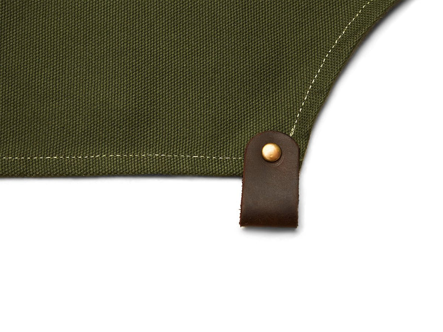 Barber apron with pockets in green canvas.
