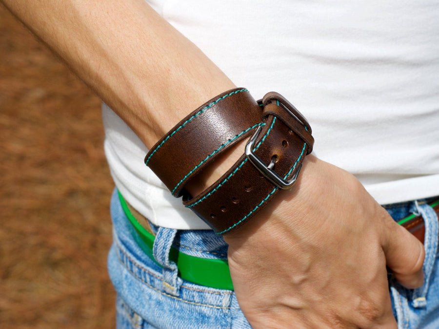 image of chestnut leather double tour apple watch band