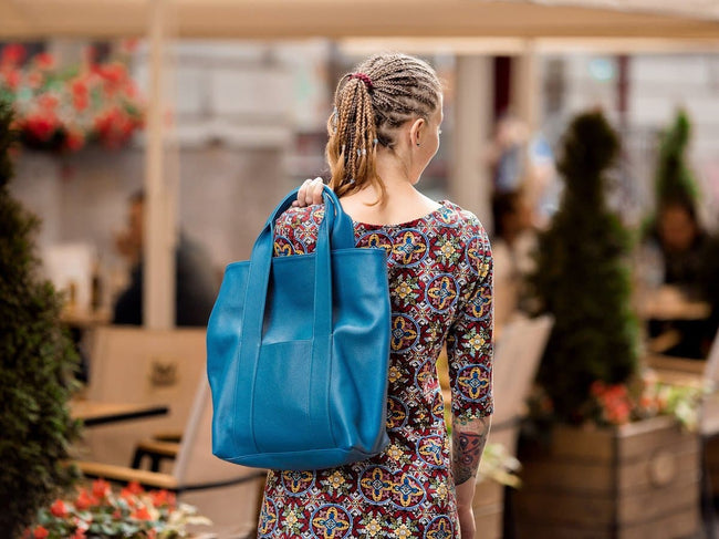 blue leather tote bag urban style
