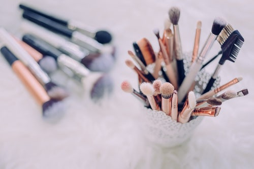 3 Skin Conditions That Get Worse with the Use of Dirty Brushes
