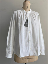 "Load images into the gallery viewer,Anne number of 8""1.5cm long neck shirt""by ASHUHARI"