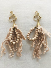 画像をギャラリービューアに読み込む, Anne number of OMEKASHI 23 Botanical Dyed Lace Earrings & Ear clips by Vlas Blomme/shfy