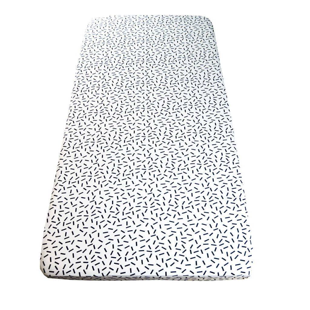 Cot sheet in Dash print