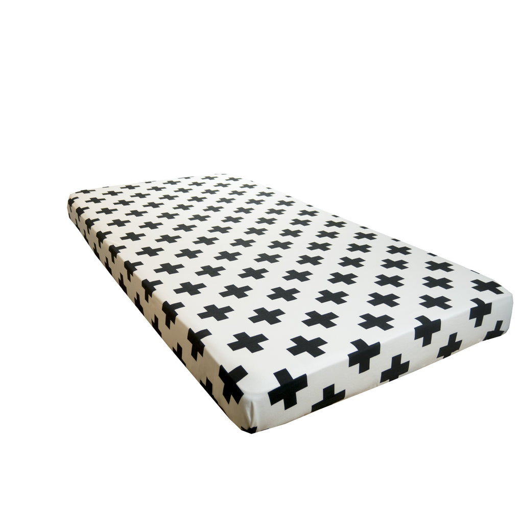 Cot sheet in White Cross print