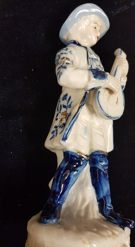 Blue and White Figurine, Lute/Mandolin