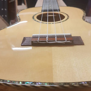 NEW!! Heartland Mahogany/Spruce Tenor EQ Ukulele
