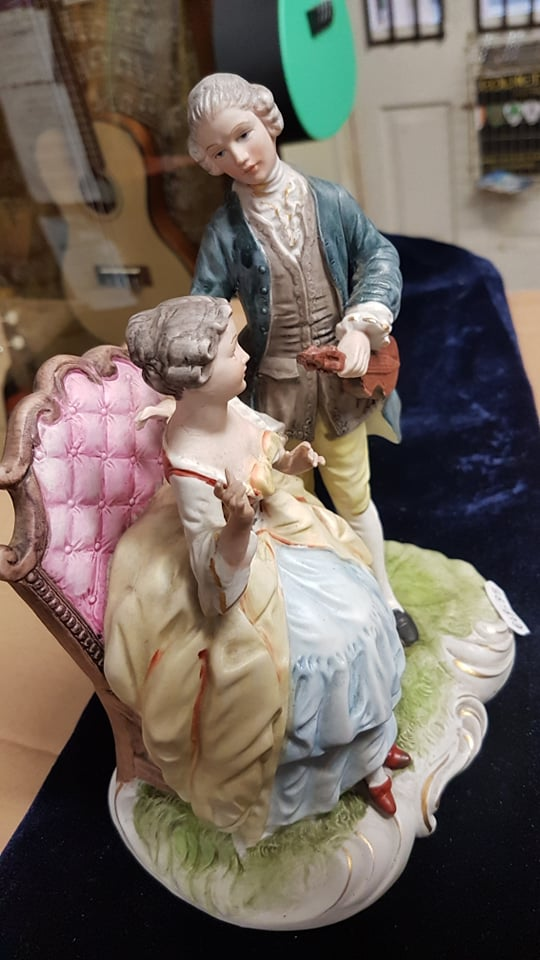Full Colour Figurine, double, Violinist and Lady