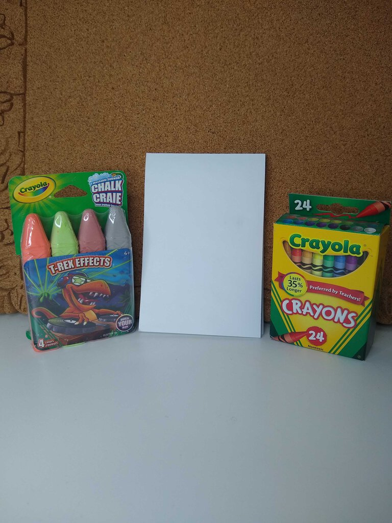 800 Kid's Tote with Paper, Chalk, Crayons