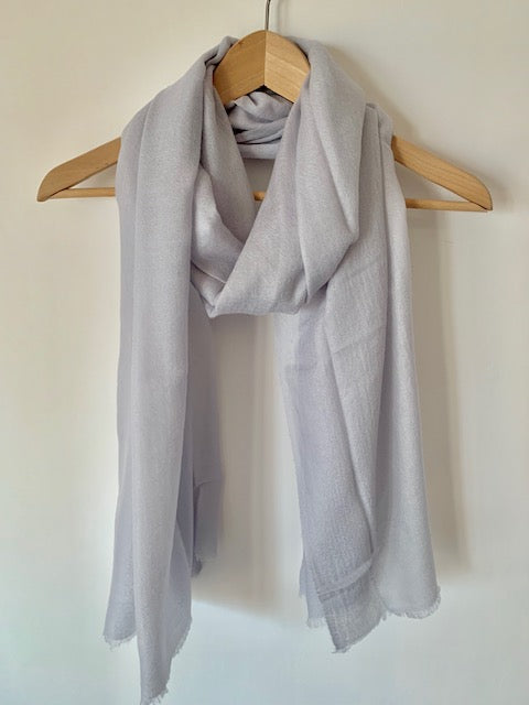 Fine Mongolian Cashmere Scarf in Light Grey