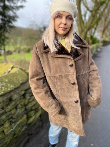 Leila - Vintage Winter Coat in Brown