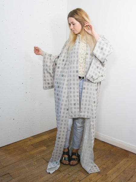 Petal - Vintage 70s Kimono in Silver with Square Print - Staying Alive Vintage