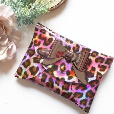 Holographic pink leopard pouchy