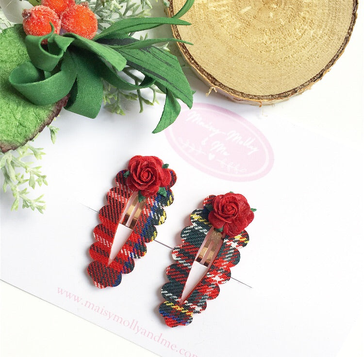 Traditional tartan scalloped clips