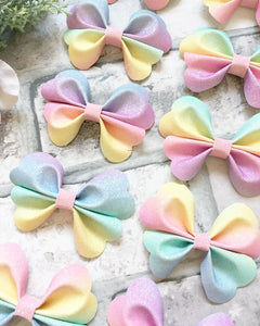 Pastel rainbow heart pinch